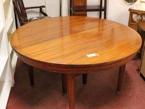 meja bulat kayu mahoni