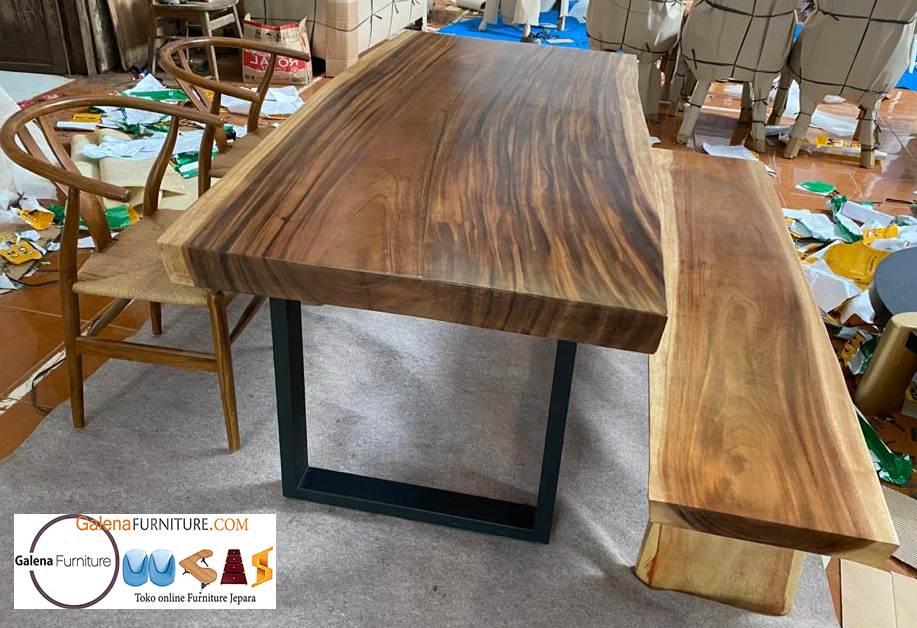 meja-makan-kayu-trembesi-solid-dan-kayu-suar-utuh-besar-model-alam-harga-murah